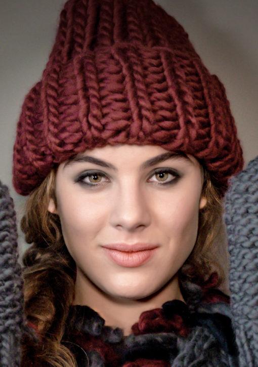 bonnet en grosses cotes et avec revers tricoté main